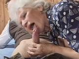 mamada de una vieja en la residencia