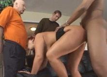 La gorda se folla hasta al viejo