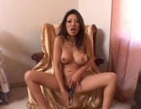 china masturbandose en el sillon de su suegro
