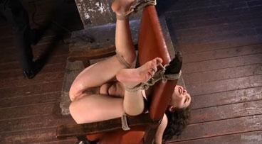 Sodomizada salvajemente atada a una silla