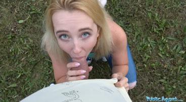 Follando en al aire libre una zorrita rubia