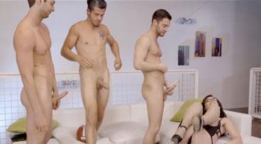Madura follando con tres amigos de su hijo