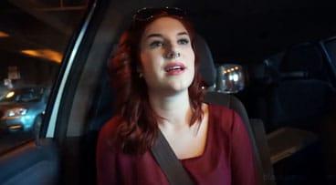 Pagando el Uber con sexo en el asiento trasero