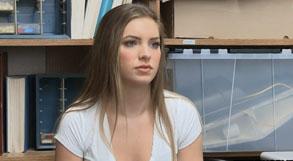 Bonita jovencita follada por ladrona de tiendas