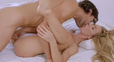Madurita rubia sorprende a su novio con buen sexo